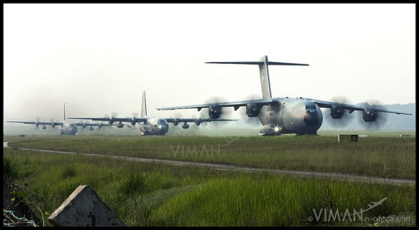 What a line-up! TUDM A400M Atlas followed by a pair of C-130H Hercules having their own little parade. M54-01 | SZB | Aug 31, 2015